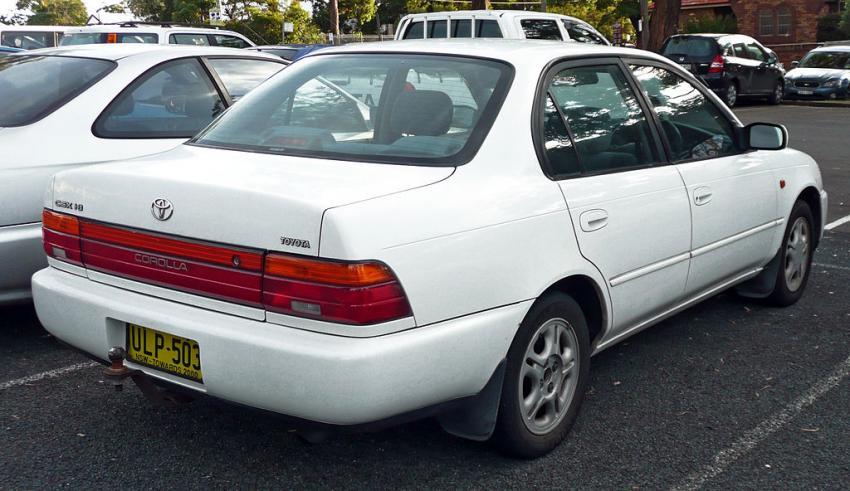 Лобовой краш-тест Тоёта Corolla 1998 и2015 годов
