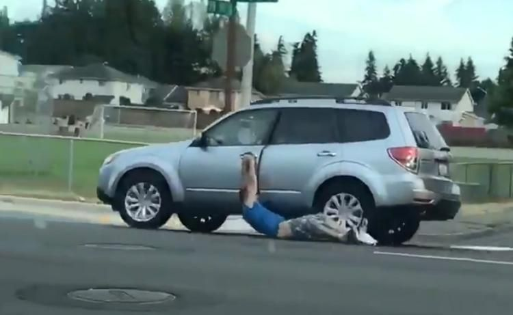 Caught red-bottomed: Pantless carjacker dragged along road