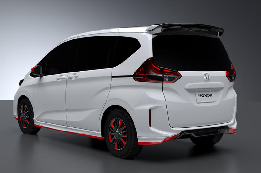 Представлена спортивная версия компактвэна Хонда Freed