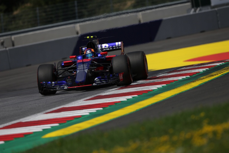 Carlos Sainz plays down fears over Toro Rosso future
