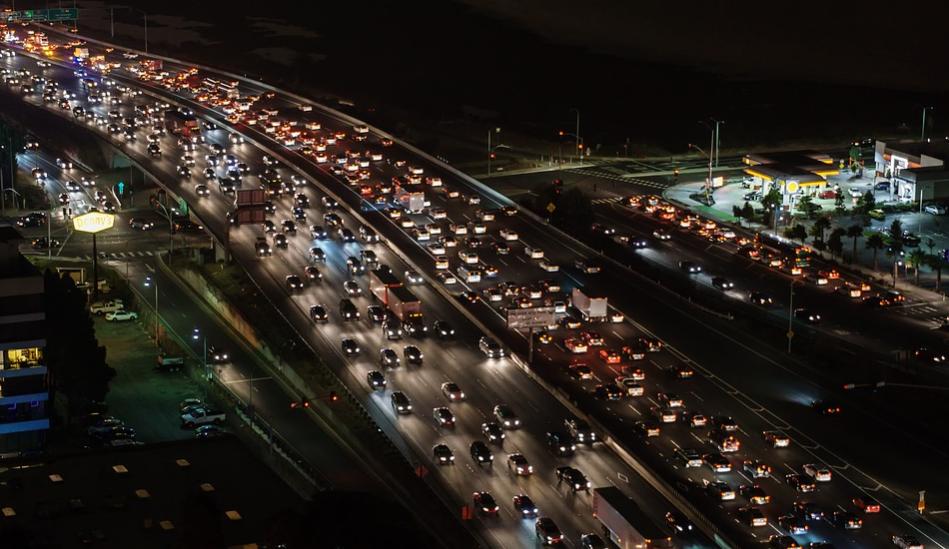 Форд научит автомобили «общаться» посредством блокчейна для борьбы спробками