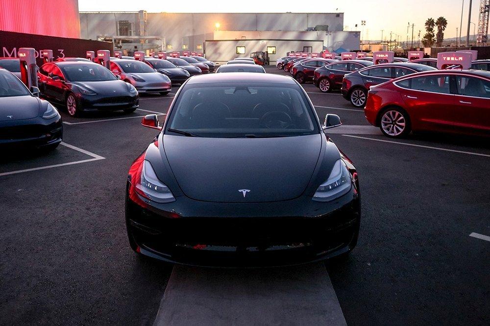 Tesla приостановила сборку Model 3 в Калифорнии