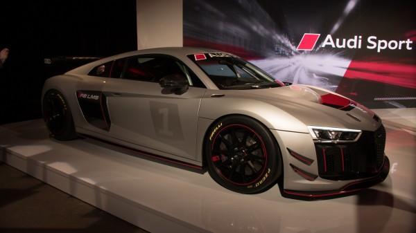 Названа цена нагоночный автомобиль Ауди R8 LMS GT4