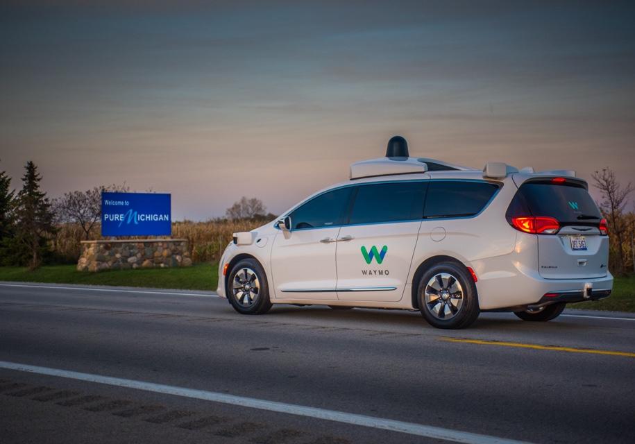 Google протестирует беспилотные автомобили назимних трассах