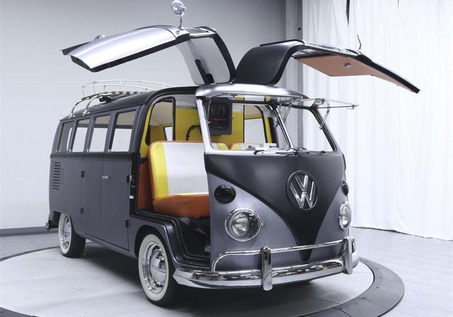 Хиппибас Volkswagen превратили в машину из Назад в будущее