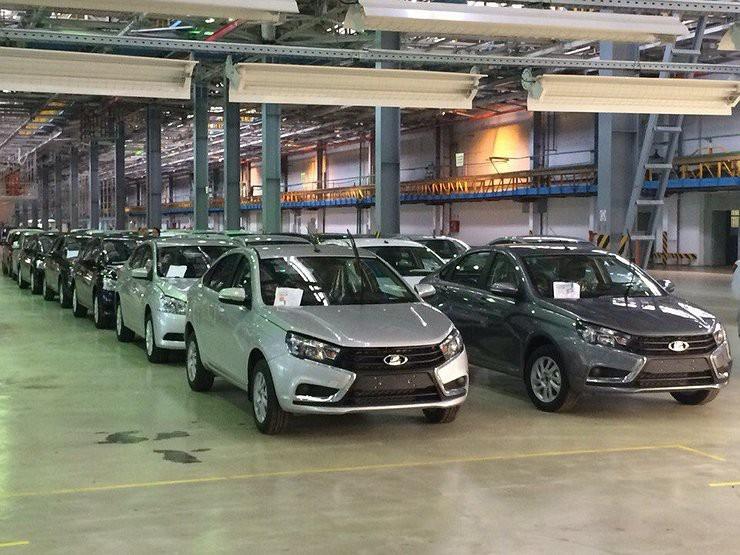 Компания АвтоВАЗ планирует сохранить цены на автомобили без изменений до конца 2017 года. Об этом в рамках ПМЭФ сообщил президент компании