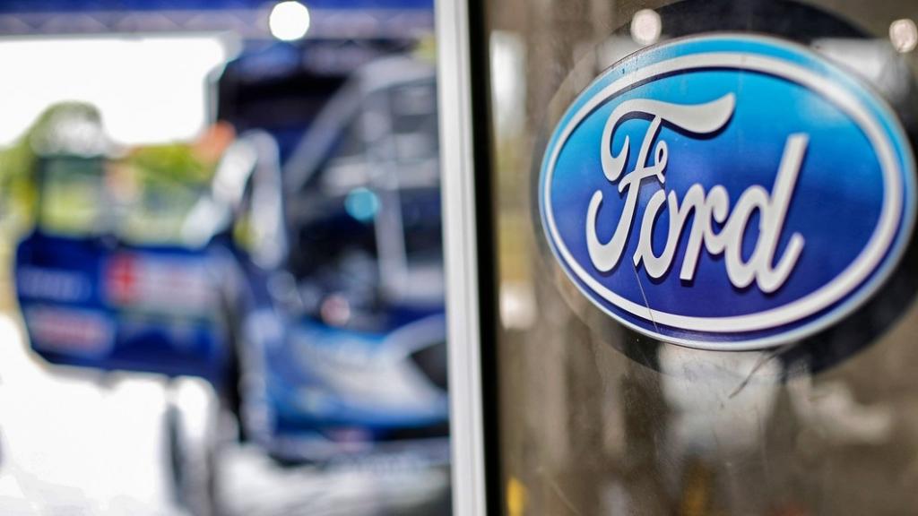 Форд отзывает 400 000 тыс. собственных авто