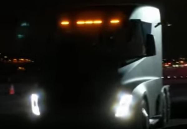 Вweb-сети интернет выложили первое видео разгона фуры Tesla Semi