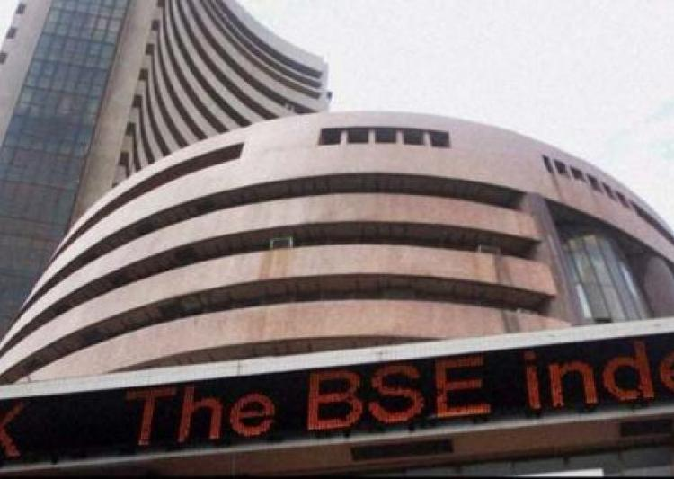 Sensex, Nifty trade in red; Tata Motors touch new low