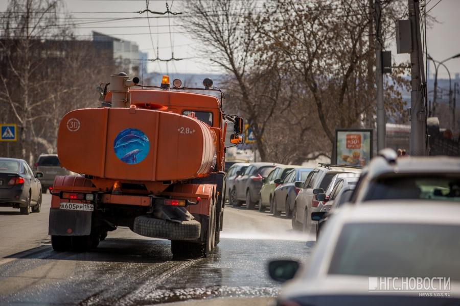 ВНовосибирск привезли большие пылесосы для уборки улиц