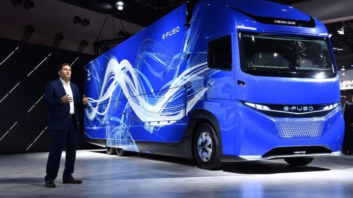 1-ый тяжелый электрогрузовик Daimler E-FUSO Vision One показали вТокио