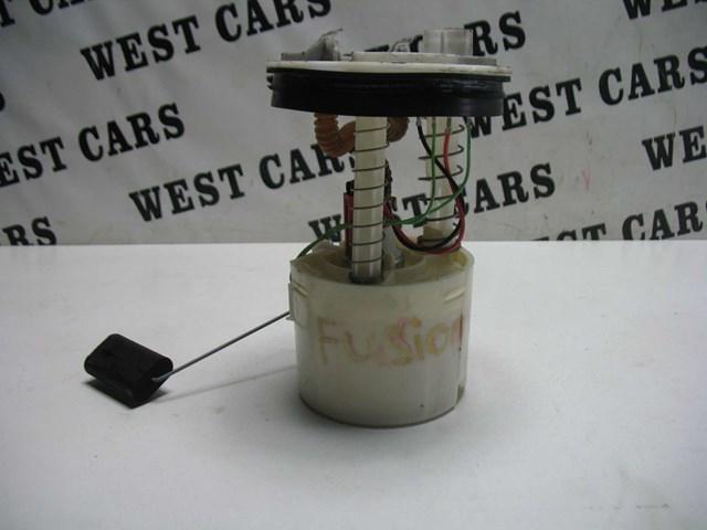 Топливный насос на ford fusion 1.4b  состояние хорошее  б.у  код kwn8311815a. на одному поломані штуцера.