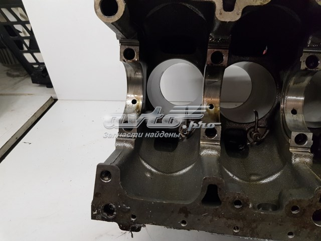 блок цилиндров двигателя  6710100805