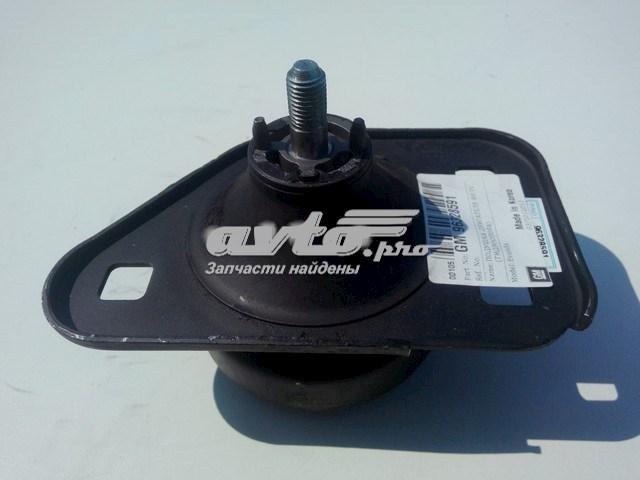 Фото: Подушка (опора) двигателя правая Chevrolet Evanda