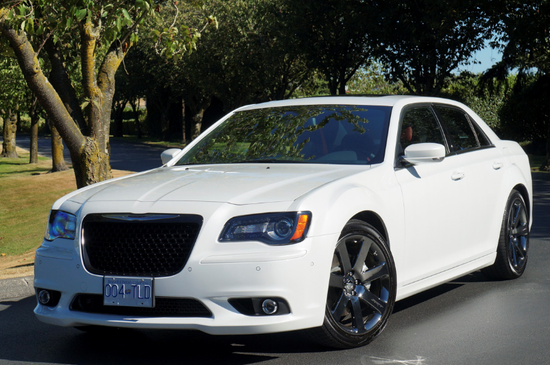 Chrysler  300  (Крайслер  300)  (2012 –  2017)